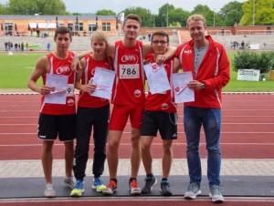 Die Wennigser 4x100 m Staffel mit ihrem Trainer Paul Zimmermann