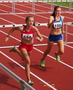 Sarah Fleur Schulze (TuS Wunstorf), 7. im Hochsprung, hier beim 100 m Hürdenlauf OLYMPUS DIGITAL CAMERA