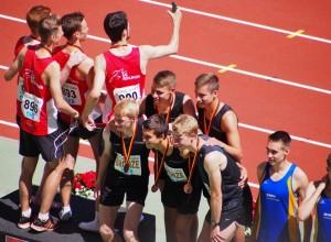 Siegerehrung 3x1000 m M J U20. Bronze für die Stg Team Niedersachsen