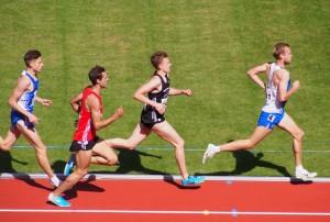 Rene Menzel (schwarzes Trikot) im 1500 m Endlauf